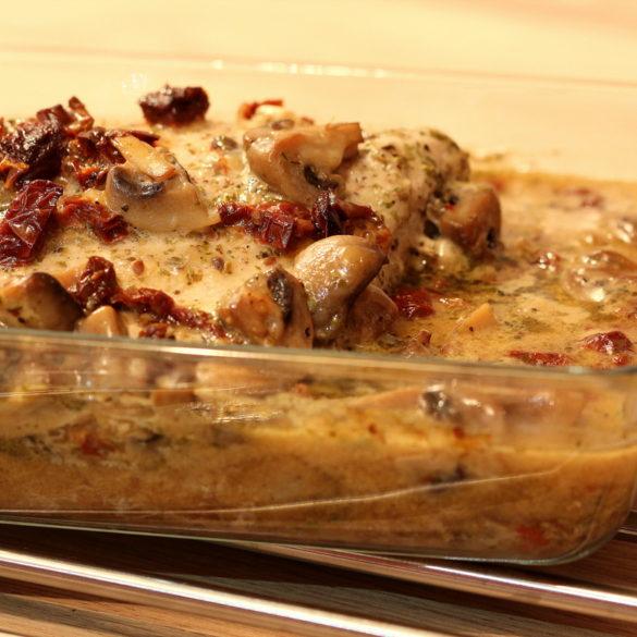 Pieczona szynka wieprzowa wpieczarkowym sosie 1