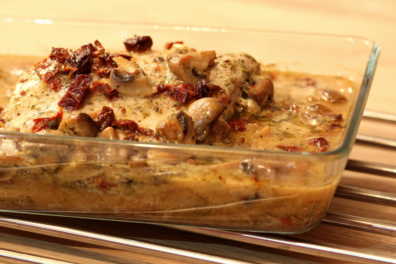 Pieczona szynka wieprzowa w pieczarkowym sosie 1