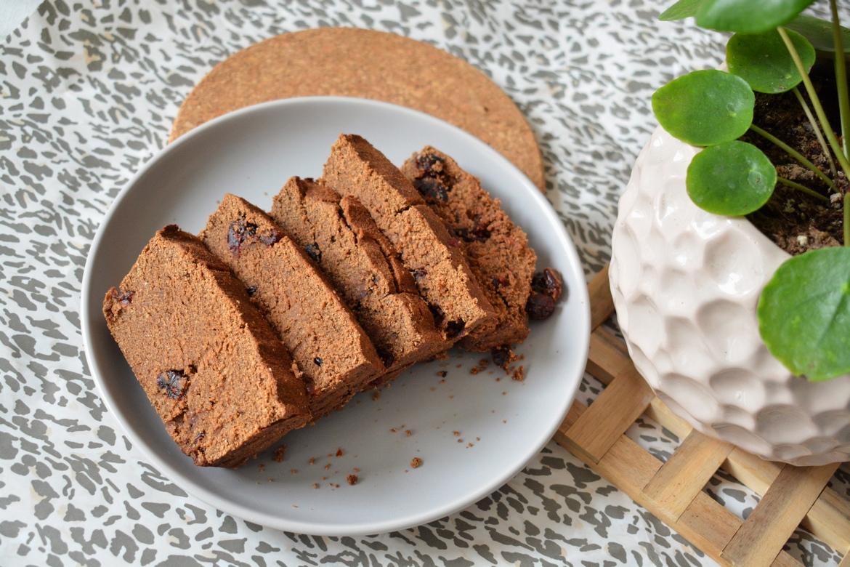 Idealnie czekoladowe bezglutenowe iwegańskie ciasto